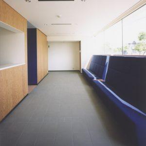 広々とした待合室